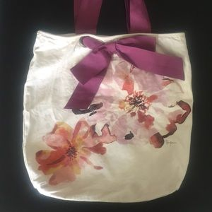 Tote bag with bow